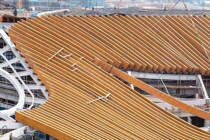 Thousands of cubic meters of Douglas Fir glulam beams are being used in a hotel and exposition center in Nanjing.